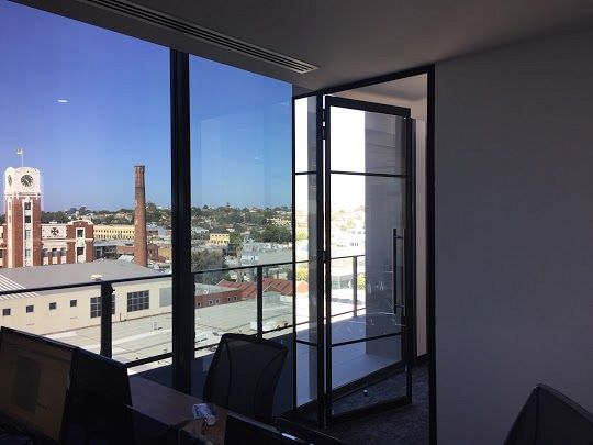 Glare reduction in office space